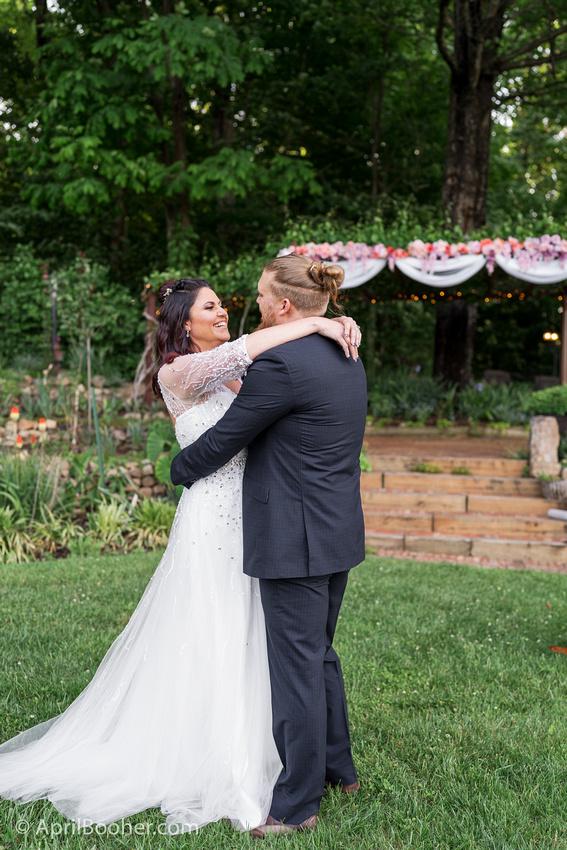 Wedding Photographer at Storybrook Farm Jonesborough TN-38